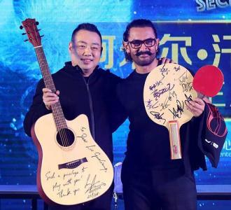 阿米尔·汗与刘国梁PK乒乓球